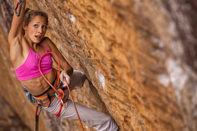 http---cdn.coresites.factorymedia.com-cooler_new-wp-content-uploads-2015-04-adventure-journal-rock-climbing-sasha-digiulian-women-who-dare-chris-noble-680x453