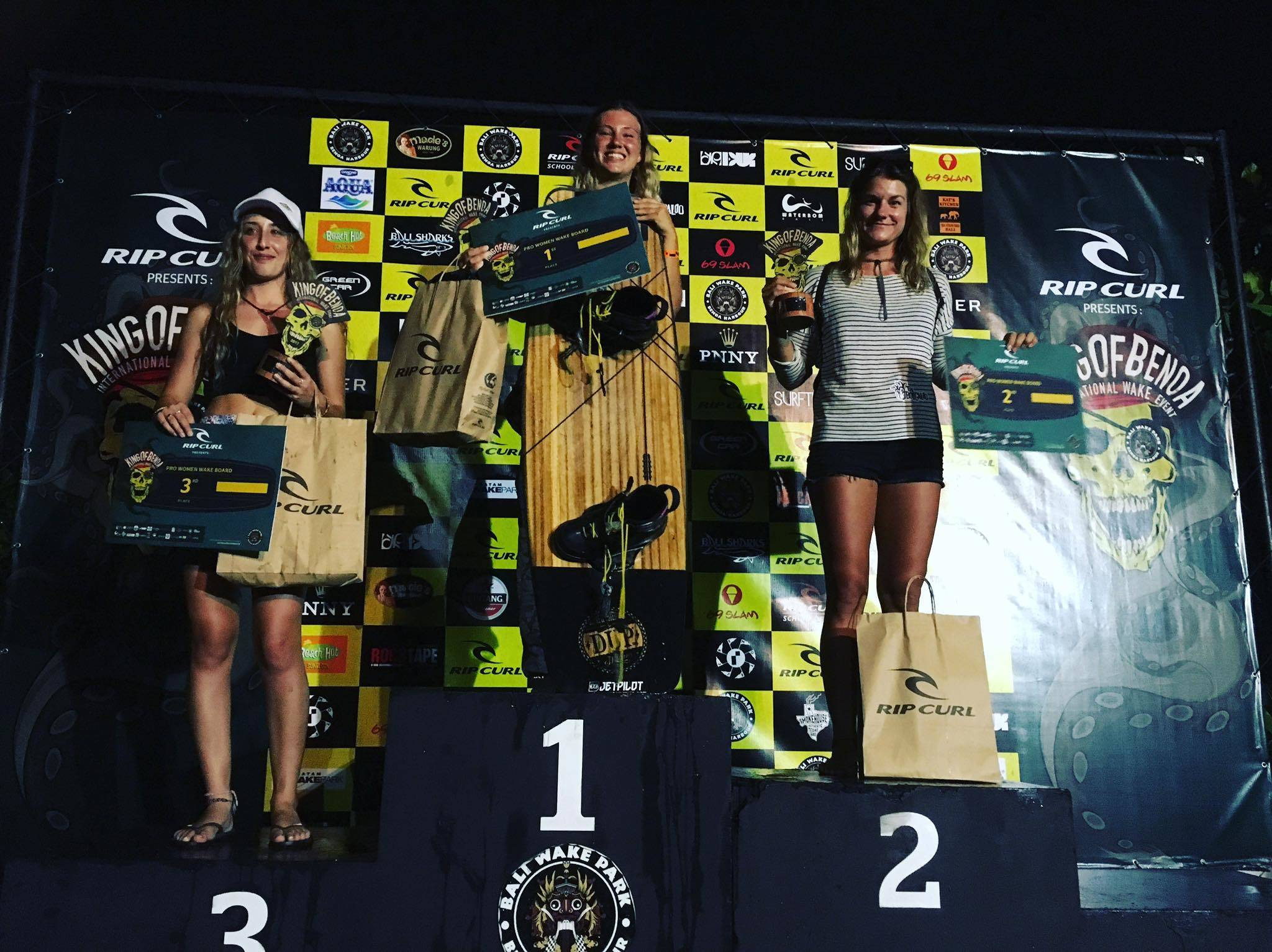 king of benoa podium girls