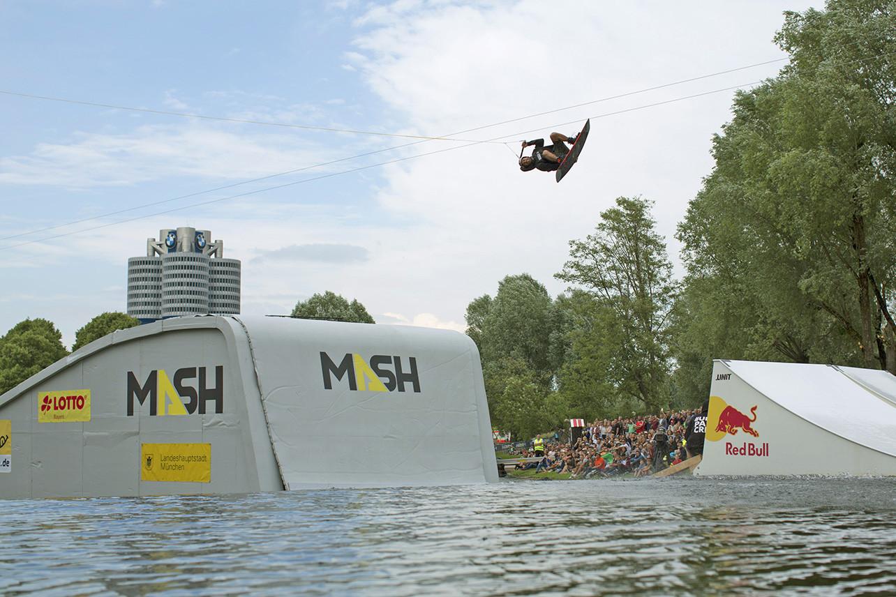 MUNICH MASH Wakeboard Rail & Air 1